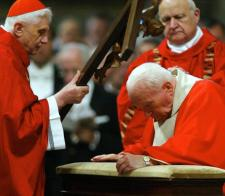 AFP PHOTO FILES POOL DANILO SCHIAVELLA VATICAN-POPE-RATZINGER-JOHN PAULII